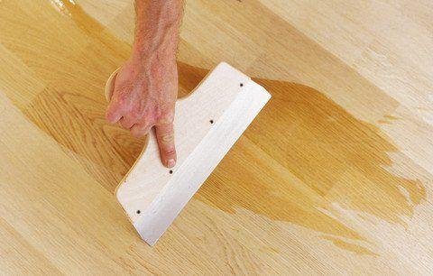 Однокомпонентный лак на основе растворителя для грунтовки деревянных и паркетных полов – Synteko Primer (Синтеко Праймер).